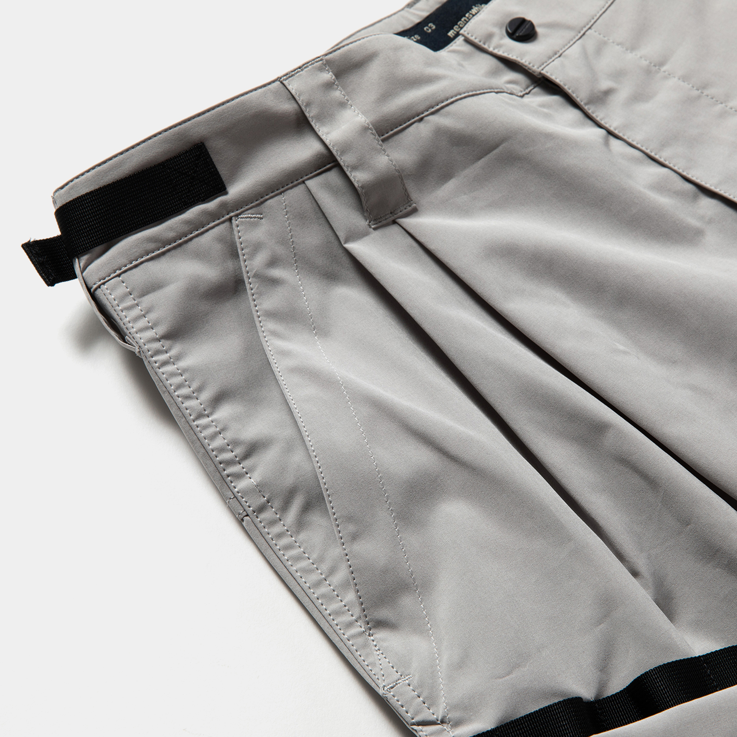 Luggage Cargo Shorts / Grey