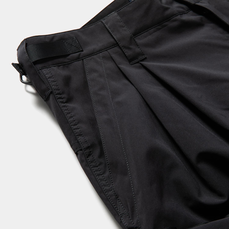 Luggage Cargo Shorts / Off Black